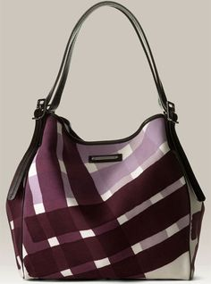From Burberry collection of female bag we choose for you a couple of very good quality and modern models of different bag every day, and for festive occasions. These are the photos and decide for you some favorite model Burberry bag.