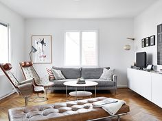 Scandinavian living room to decorate and decorate in 45 photos - Decoration For Home Scandinavian Living, Scandinavian Interior, Space Interiors, Beautiful Interiors, Living Room Chairs, Home And Living, Decorating Your Home, Decorating Ideas, Interior Inspiration