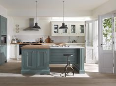 modern English country kitchen mixes trad country (shaker cabinets, wood & marble countertops) and industrial-style elements White Shaker Kitchen, Shaker Kitchen Cabinets, Kitchen Units, Kitchen Ideas, Bar Kitchen, White Cabinets, Kitchen Designs, Kitchen Worktop, Kitchen Cupboard