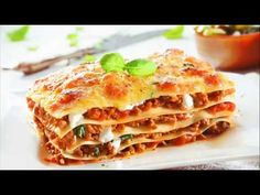 This easy meaty lasagna recipe features heavenly layers of tender lasagna noodles, a creamy ricotta mixture, and a zesty meat sauce. Meaty Lasagna, Sausage Lasagna, Vegetarian Lasagne, Italian Pasta, Italian Dishes, Bolognese Sauce, Traditional Lasagna, Sweet Italian Sausage, Spaghetti