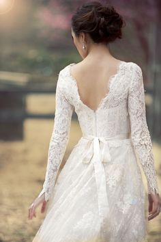 Free shipping Long sleeves Chic Vintage Lace Wedding Dress High Neck with low V Back Full A Line Bridal Gown