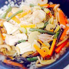 山菜の浅漬けと白だしを使って味付け♡ - 3件のもぐもぐ - 山菜と鶏肉の炊き込みごはん by abcdefghijk17