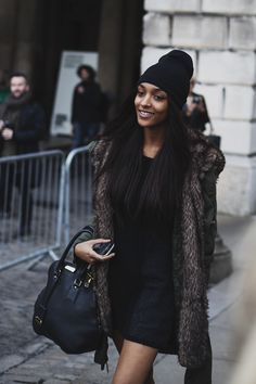 Jourdan Dunn at London Fashion Week Urban Outfitters, Womens Fashion Stores, Street Style, Osho, Autumn Winter Fashion, Winter Style, Nice Dresses, Pakistan, Celebrity Style