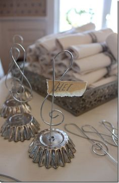 Wire place card holders