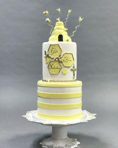 "Fine Cakes by Zehra on Instagram: ""Bee 🐝 sweet and bumble 🐝  #finecakesbyzehra #customluxurycakes  #luxury #cakes #designercakes #cakedesigner #wedluxeglitterati #wedluxe…"" Bee Cakes, Cake Designs, Teen Diy, Baking, Diy Gifts, Sweet, Desserts, Crafts, Wedding"