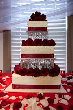#wedding cake floral  http://www.bellagala.com