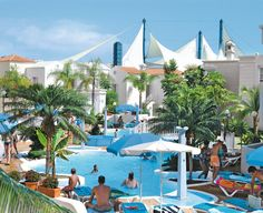 Adonis Castalia Resort is een leuk appartementencomplex in het gezellige Costa Adeje. Gelegen op ca. 500 m van het Fañabé-strand. In de omgeving vindt u diverse winkel- en uitgaansmogelijkheden.     Adonis Castalia Resort biedt voldoende faciliteiten aan om uw verblijf zo aangenaam mogelijk te maken. Het beschikt over 2 zwembaden en zonneterras met ligbedden, matrasjes en parasols. Voor de nodige ontspanning kunt u gebruik maken van de sauna en jacuzzi. Officiële categorie ***