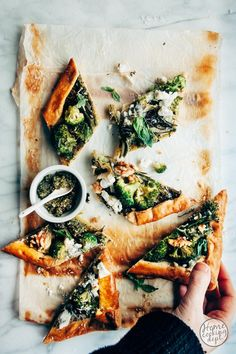 Spanakopita, Vegetable Pizza, Vegetables, Pesto, Broccoli, Ethnic Recipes, Desserts, Food, Zucchini