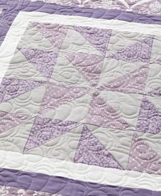 Natalia Bonner machine-quilted a design of scrolls and feathers across the quilt top.