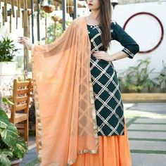 Casual Indian Fashion, Indian Fashion Dresses, Indian Outfits, Designer Party Wear Dresses, Kurti Designs Party Wear, Stylish Dress Designs, Stylish Dresses, Dresses Dresses, Party Dresses