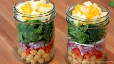 Clean Eating Spinach Salad Jars - Watch the video + print the recipe here: http://cleananddelicious.com/2014/04/14/clean-eating-spinach-salad-jars/