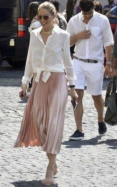 Olivia Palermo best looks Olivia Palermo Outfit, Estilo Olivia Palermo, Olivia Palermo Lookbook, Olivia Palermo Style, Mode Outfits, Skirt Outfits, Fashion Outfits, Fashion Tips, Modest Fashion