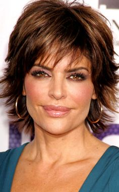 """LISA RINNA The actress has said she has had Juvéderm put in her cheeks and still loves the Botox."""" she has gushed. """"It doesn't change the shape of my face. Hairstyles Over 50, Funky Hairstyles, Short Hairstyles For Women, Pretty Hairstyles, Funky Blonde Hair, Lisa Rinna Haircut, Hair Styles For Women Over 50, Haircut For Older Women, Layered Hair"""