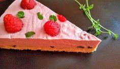 Cheesecake cu zmeură este o reţetă uimitoare asezonată cu fructele verii, foarte gustoasă, ce necesită un nivel mediu în bucătărie. Cheesecake cu zmeură este una dintre acele retete de prajituri ce merită a fi preparate cu mare drag şi din toată inima, datorită gustului ei intens ce ...