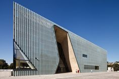 Image 15 of 40 from gallery of Museum Of The History Of Polish Jews / Lahdelma & Mahlamäki + Kuryłowicz & Associates. Photograph by Pawel Paniczko Entrance Design, Main Entrance, Facade Design, House Design, Museum Architecture, Architecture Details, Interior Architecture, Building Architecture, Interior Design