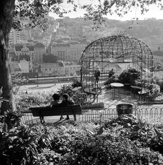 Lisboa de Antigamente: miradouro Most Beautiful Cities, Beautiful Space, Antique Photos, Vintage Photos, Old Pictures, Old Photos, Lisbon Portugal, Portuguese, Retro