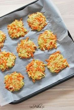 Placki z cukinii i marchewki przed pieczeniem Healthy Cooking, Healthy Eating, Cooking Recipes, Healthy Recepies, Healthy Snacks, No Cook Appetizers, Best Food Ever, Foods With Gluten, Dinner Dishes