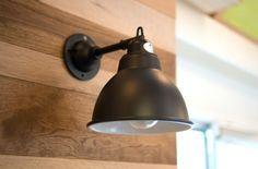 【壁際にそっと光を】¥6,700 小ぶりでシンプルなブラケットライト。壁際にそっと光を落としてくれます。ブラックとオフホワイトの2色があります。 Candle Lanterns, Candles, Lamp Light, Lightning, Building A House, Sconces, Wall Lights, Glow, Living Room