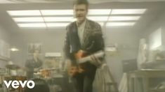 Crowded House - Don't Dream It's Over (Official Video)