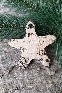Weihnachtsanhänger aus Keramik...von KreativesbyPetra #keramik #ceramic #keramikanhänger #ceramicpendant #weihnachtsanhänger #christmastrailer #stern #star #form #ton #töpferei #töpfern #plattentechnik #glasur #glaze #glasurbrand #glazebrand #botz #Unikat #handmade #Handwerk #Kunsthandwerk #handgemacht #geschenk #present #weihnachten #Christmas #winter #Weihnachtsbaum #christmastree #weihnachtsschmuck #christmasdecorastions #decorations #Dekoration #Anhänger #schmuck #DIY