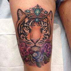 Increible Tigre entre flores