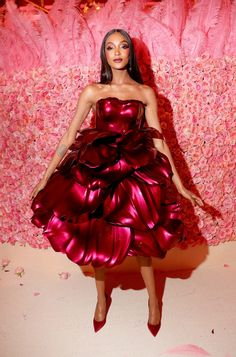 Zac Posen designs rose petal dress for Met Gala Gala Dresses, Red Carpet Dresses, Club Dresses, Zac Posen, Rose Dress, Pink Dress, 3d Printed Dress, Met Gala Outfits, Concert Outfits