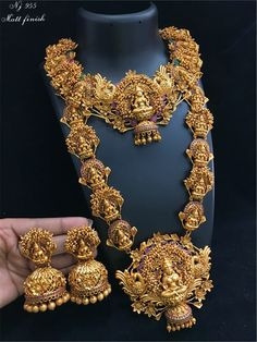 Temple jewellery set Gold Temple Jewellery, Gold Jewellery Design, Saree Jewellery, Gold Jewelry, Bridal Jewellery, Gold Necklace, Indian Wedding Jewelry, Jewelry Patterns, Indian Outfits