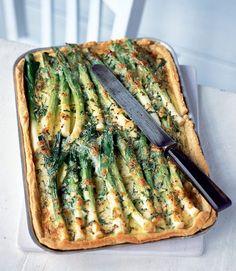 Creamy-potato,-leek-and-Gruyere-tart
