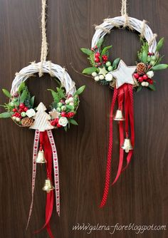 """"" 68 Amazing Holiday Wreaths for your Front Door – Happily Ever After, Etc. """" 68 Amazing Holiday Wreaths for your Front Door – Happily Ever After, Etc. Christmas Projects, Holiday Crafts, Noel Christmas, Christmas Ornaments, White Christmas, Holiday Wreaths, Winter Wreaths, Spring Wreaths, Summer Wreath"