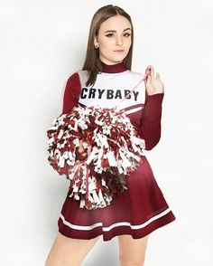 Ela tem uma blusa com CRY BABY ??? Oxii fui longe 😂