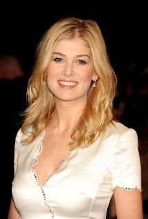Rosamund was born on in Hammersmith, London, England, UK as Rosamund Mary Elizabeth Pike. She is an actress, known for Gone Girl Pride & Prejudice Jack Reacher and Die Another Day Rosamund Pike, Gone Girl, Good Looking Women, Hollywood, Mary Elizabeth, British Actresses, Pretty Face, Beautiful Women, Beautiful Celebrities