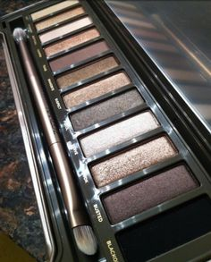 Urban decay naked pallet 2 . Perfection !