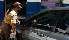 Adesivo no vidro substitui talão de multa de trânsito +http://brml.co/1GjQYCs