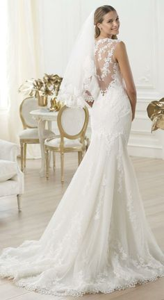 These dresses are really beautiful designed for wedding, who likes to be the center of attention especially in her big day.Obviously there are accessories like veils beautiful long chiffon edged in lace : the lace is the element that occurs in this collection, and which becomes a leitmotif used as a small detail or the entire dress.