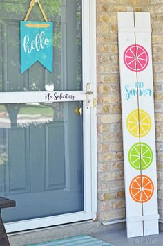 Hello Summer Front Porch Sign Does your porch needs a little splash of color for summer? This Hello Summer Front Porch Sign is the project for you! Get the tutorial at The Happy Scraps. The post Hello Summer Front Porch Sign appeared first on Summer Diy. Summer Front Porches, Summer Porch, Summer Crafts, Diy And Crafts, Summer Decoration, Front Porch Signs, Front Entry, Front Doors, Summer Signs