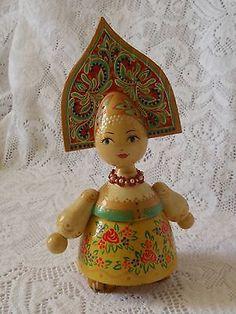 Vintage-Russian-Ukraine-Wood-Doll-Folk-Dress-Kokoshnik-Headdress-Artist-SIGNED 37$