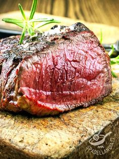 millions of people want to know how to cook melt in the mouth roast beef. The aroma of roast beef is just mouth watering and irresistible. Easy Roast Beef Recipe, Cooking Roast Beef, Roast Beef Recipes, Meat Recipes, Poor Mans Prime Rib Recipe, Prime Rib Marinade, Roast Beef And Potatoes, Braised Short Ribs, Carne Asada