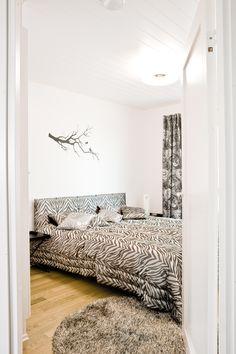Eläinkuosi makuuhuoneessa Oversized Mirror, Furniture, Home Decor, Decoration Home, Room Decor, Home Furnishings, Home Interior Design, Home Decoration, Interior Design