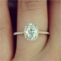 Glorious Simple And Minimalist Engagement Ring You Want To https://bridalore.com/2017/12/15/simple-and-minimalist-engagement-ring-you-want-to/ #engagementrings