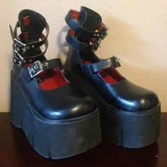 Dr Shoes, Goth Shoes, Me Too Shoes, Aesthetic Shoes, Aesthetic Clothes, Edgy Outfits, Pretty Outfits, Kawaii Shoes, Alternative Outfits
