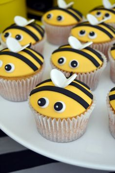 Bumblebee cupcakes Bumble Bee Cupcakes 43 Source by baflehking Bee Birthday Cake, Bumble Bee Birthday, Birthday Cupcakes, Bumble Bee Cupcakes, Ladybug Cupcakes, Bee Cakes, Cupcake Cakes, Bolo Blaze, Fondant Toppers
