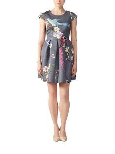 Zaldona-mekon ja muut häikäisevän kauniit Ted Baker -tuotteet löydät stockmann.com-verkkokaupasta. Tilaa omasi jo tänään!
