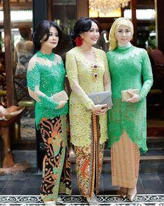 buat cewek-cewek berisi nih @kebaya_inspiration Kebaya Modern Hijab, Kebaya Hijab, Kebaya Brokat, Dress Brokat, Batik Kebaya, Kebaya Dress, Kebaya Muslim, Muslim Dress, Batik Dress