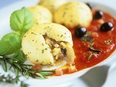Kartoffelklöße mit Pilzfüllung ist ein Rezept mit frischen Zutaten aus der Kategorie Fruchtgemüse. Probieren Sie dieses und weitere Rezepte von EAT SMARTER!