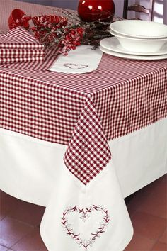 French Chalet : Neuchatel bordeaux What is Decoration? Decoration is the art of decorating the inner and exterior of the … Bordeaux, Dining Table Cloth, Table Linens, Sewing Hacks, Sewing Projects, Tablerunners, Kitchen Linens, Mug Rugs, Table Toppers