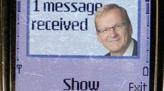 """Los mensajes SMS cumplen 20 años. El 3 de diciembre de 1992, un ingeniero envió el mensaje """"Feliz Navidad"""" desde una computadora a un aparato móvil usando las redes de telefonía de Vodafone, en Reino Unido. Fue el primer mensaje de texto de la historia.  ¿Y tú, cuantos sms envias al día?"""