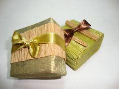 Embalagem para bem casado em papéis diferentes. Inclui bem - casado. R$ 4,50