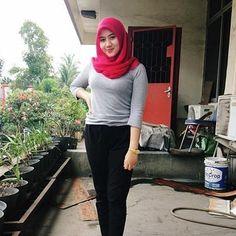 Repost from @dindahardiyantii . __________ #wanitaberhijab #hijabcommunity #instahijab  #hijabhits #selfiehijab #berhijab  #hijabstyle #cewekmanis #hijabdaily #hijabmodis #hijabersindonesia #hijabstreet #hijaberkece #hijabkekinian #hijaberscantik #hijabermodern #cewek  #endors  #wanitaindonesia  #cewekindo  #indohijabers #jilbabindo  #hijabers  #jilboobsaddict #hijabergaul #hijabermanis #ootdhijab