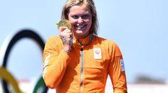 Sharon van Rouwendaal heeft maandag bij de Olympische Spelen in Rio de Janeiro goud veroverd bij de 10 kilometer openwaterzwemmen.