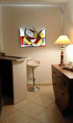 Cadre lumineux motif abstrait Medoc : Vitraux d'Art Vanessa Dazelle Suit Card, Tiffany, Book Images, Decoration, Stained Glass, Origami, Coule, Unique, Home Decor